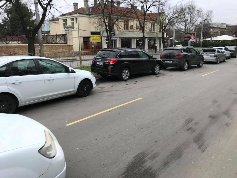 паркиране, градинка пред пощата