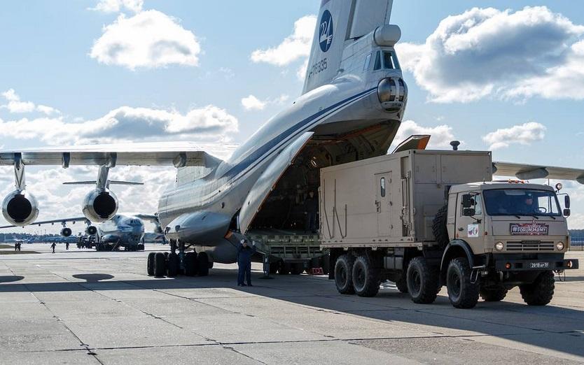 MOSCOW REGION, RUSSIA - MARCH 22, 2020: An Ilyushin Il-76MD airlifter of the Russian Aerospace Forces seen during the loading of medical equipment for sending it to the Italian regions worst hit by the COVID-19 coronavirus pandemic. Russian Defence Ministry/TASS Ðîññèÿ. Ìîñêîâñêàÿ îáëàñòü. Ñàìîëåò Èë-76ÌÄ ÂÊÑ Ðîññèè âî âðåìÿ ïîãðóçêè ñðåäñòâ äëÿ áîðüáû ñ êîðîíàâèðóñîì äëÿ îòïðàâêè ñ Èòàëèþ. Ìèíîáîðîíû ÐÔ/ÒÀÑÑ